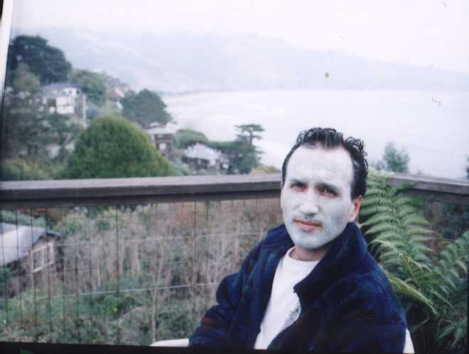 OK folks, let us all understand one thing: this was a joke. I do not put mud masks on a regular basis! In fact, this was my first mud mask in my life! This picture was taken in November 1998 in Bolinas, a beautiful hidden town north of San Francisco, California. That's the Pacific Ocean in the background. Unfortunately, it's hard to smile when you have all that mud on your face.I was probably think, What the hell am I doing? This is crazy!