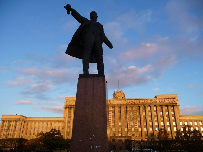 Lenin still pointing the way in St. Petersburg